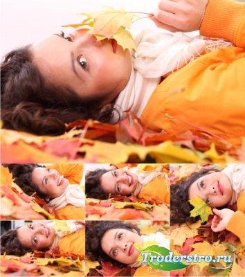 Stock Photos - Девушка в осенних листьях