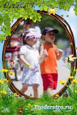 Детская летняя рамка для фото – встреча двух пчёлок