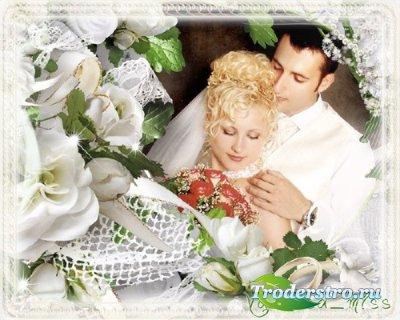 Ажурная свадебная фоторамочка с белыми розами и нежным фоном