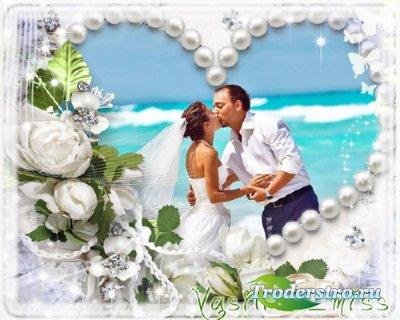 Ажурная свадебная фоторамочка с белыми розами и бабочками