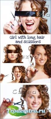 Девушка с длинными волосами и ножницами-растровый клипарт
