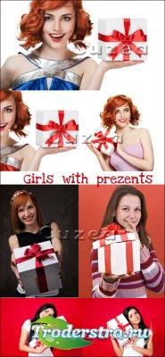 Девушки с подарками- растровый клипарт