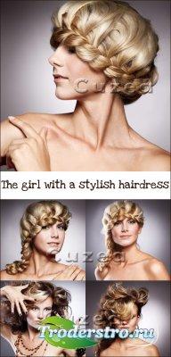 Девушка со стильной причёской- растровый клипарт