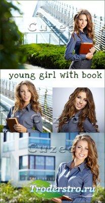 Молодая девушка с книгой- растровый клипарт
