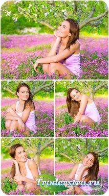 Девушка в саду, цветущий сад / Girl in the garden, blooming garden